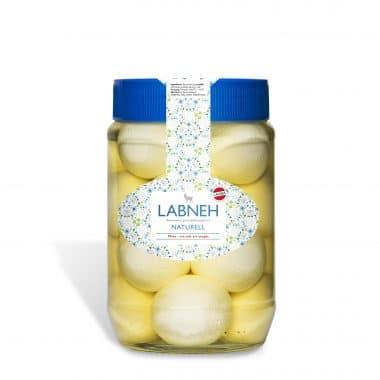 Produktbild på Labneh naturell från Larsa i en genomskinlig burk med blått lock.
