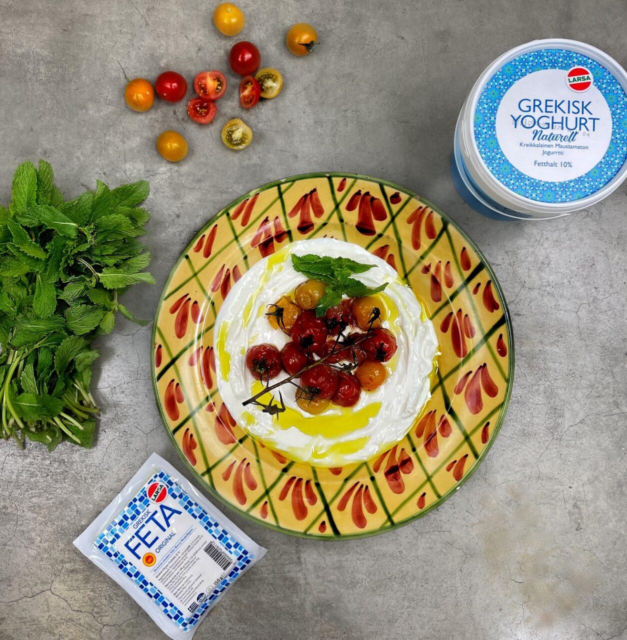 Yoghurt & fetaröra med rostade tomater