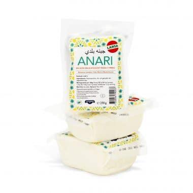Produktbild på Larsa Anari vitost i en grön, gul och vit plastförpackning.