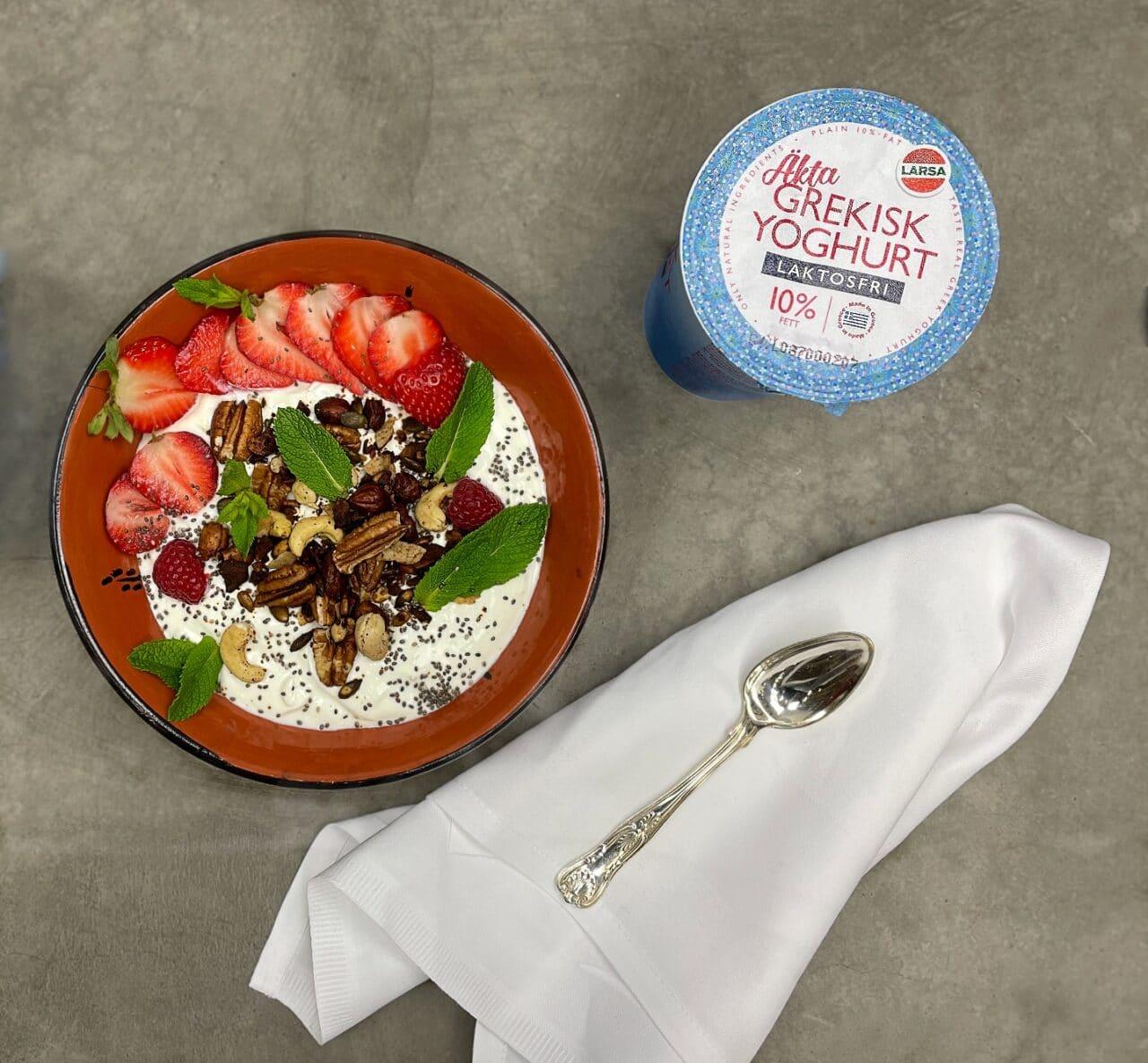 Yoghurt med lyxig tahini granola
